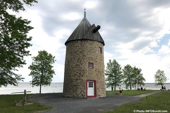 moulin parc historique de la Pointe-du-moulin a Notre-Dame-de-l-Ile-Perrot lac St-louis photo INFOSuroit
