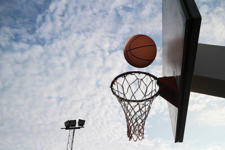 panier basketball ballon sport plein air parc photo Kengzz via Pixabay et INFOSuroit