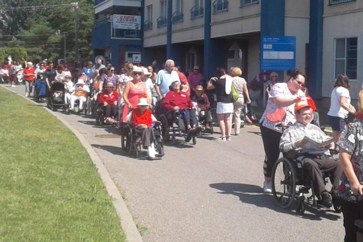 participants Marche a 2 coeurs Centre hebergement Chateauguay 2019 photo via CISSSMO