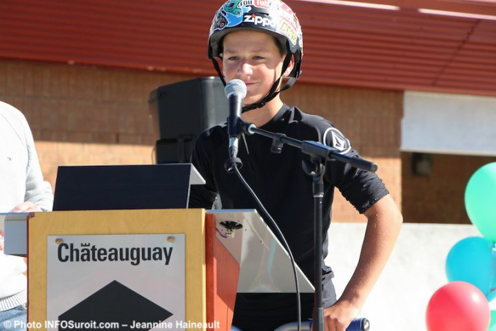 Alexy un des jeunes utilisateurs du skatepark Chateauguay a pris la parole a inauguration photo JH INFOSuroit