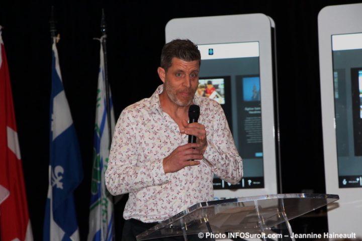 Patrick_Richard au lancement Je_suis_Mozaik Ville Vaudreuil-Dorion photo JH INFOSuroit