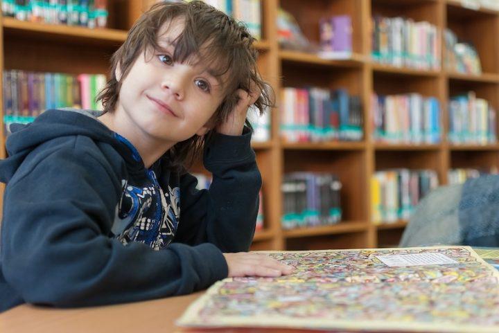 bibliotheque enfant atelier lecture livres photo BarskeFranck via Pixabay et INFOSuroit