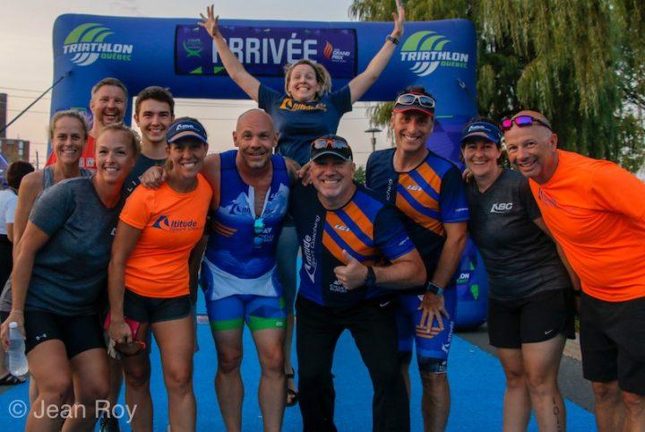 defi-12-heures-de-triathlon-quebec porte-parole humoriste Maxim_martin et participants photo courtoisie