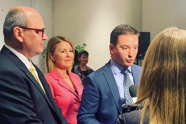 deputes Claude_Reid et MarieChantal_Chasse avec le ministre Simon_Jolin-Barrette a Valleyfield 30sept2019 photo courtoisie