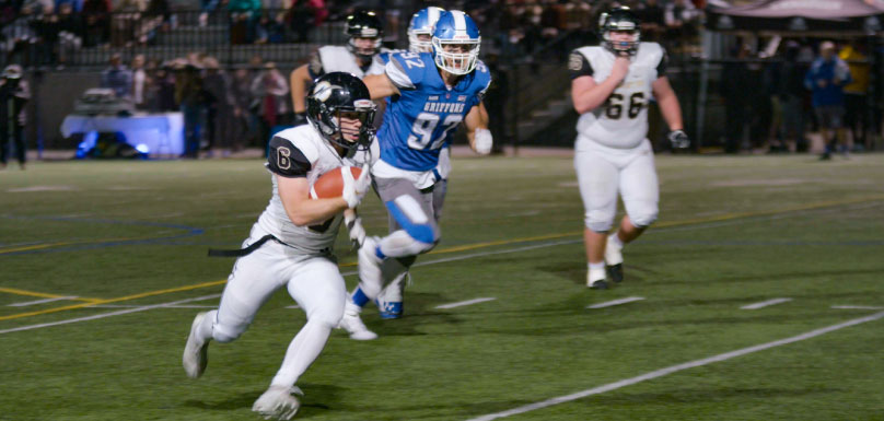 football-noir-et-or-contre-gatineau-photo-via-college-valleyfield