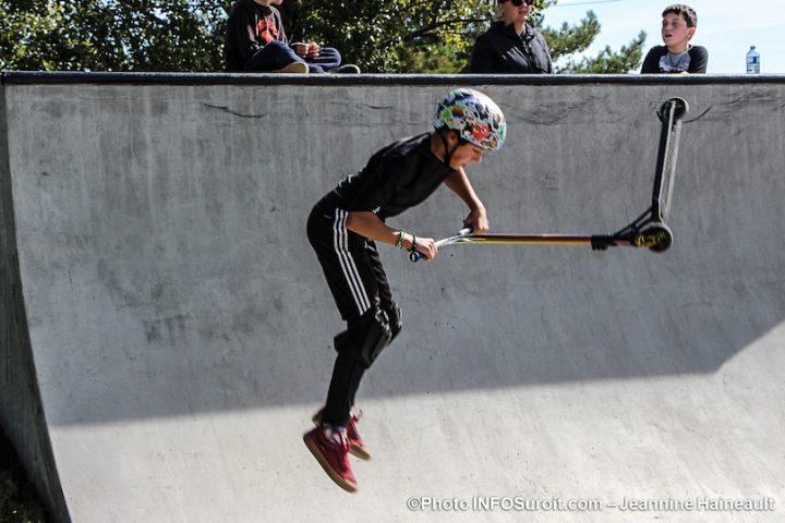 nouveau skatepark Chateauguay jeune Alexy en demonstration photo JH INFOSuroit