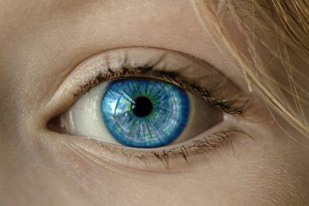 oeil bleu iris cils photo Cocoparisienne via Pixabay et INFOSuroit