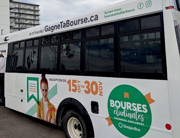 Desjardins Vaudreuil-Soulanges minibus campagne 2019 concours bourses etudiantes photo courtoisie
