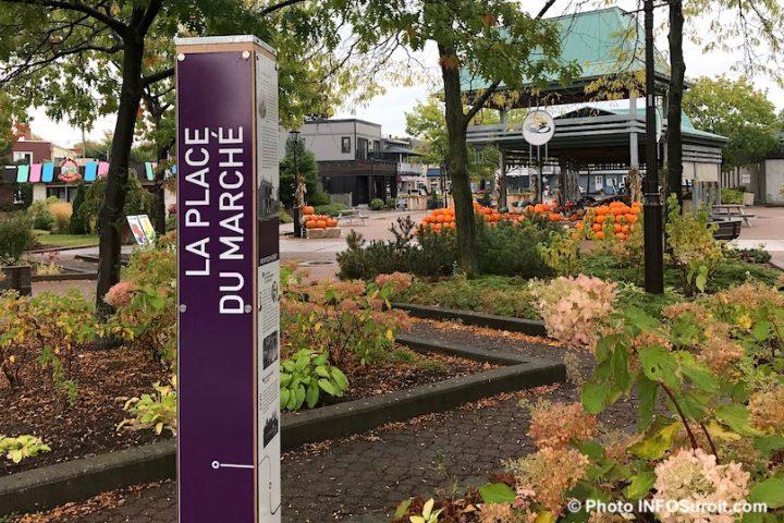 Place du Marche Beauharnois centre-ville automne citrouilles photo INFOSuroit