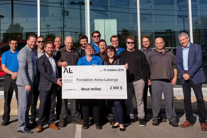 Solution Mazda Chateauguay remise cheque Fondation Anna-Laberge oct2019 photo via FAL