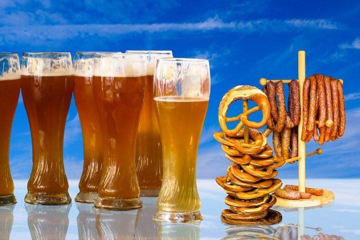 bieres pretzels oktoberfest visuel Gellinger via Pixabay et INFOSuroit