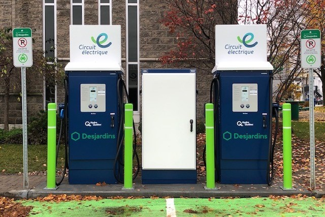 bornes a recharge rapide de Circuit electrique photo Caisse Desjardins Valleyfield oct2019