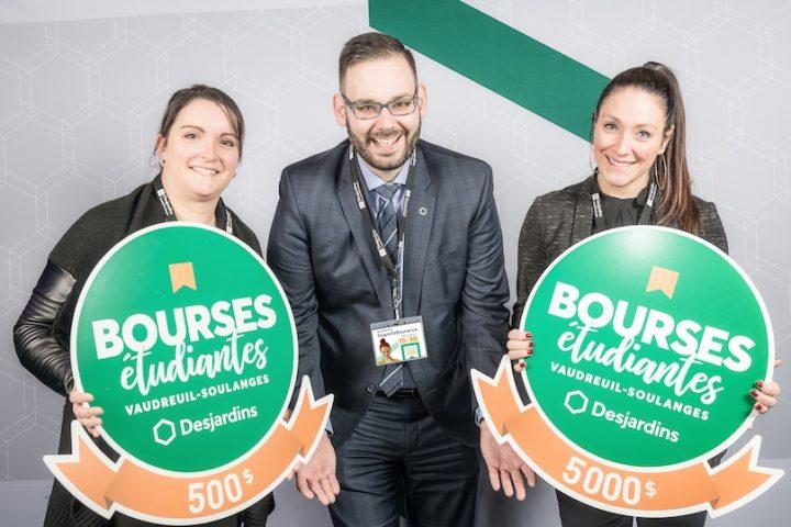concours bourses etudiantes 2019 caisse Desjardins Vaudreuil-Soulanges avec jeunes photo courtoisie