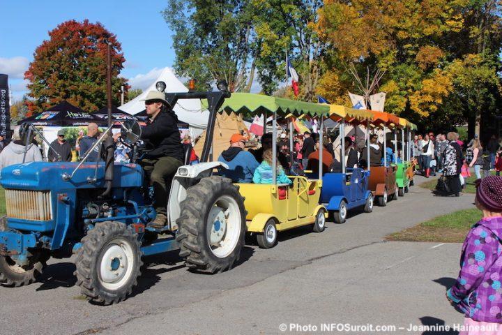festival-des-couleurs-de-Rigaud-petit-train-photo-JHaineault-INFOSuroit
