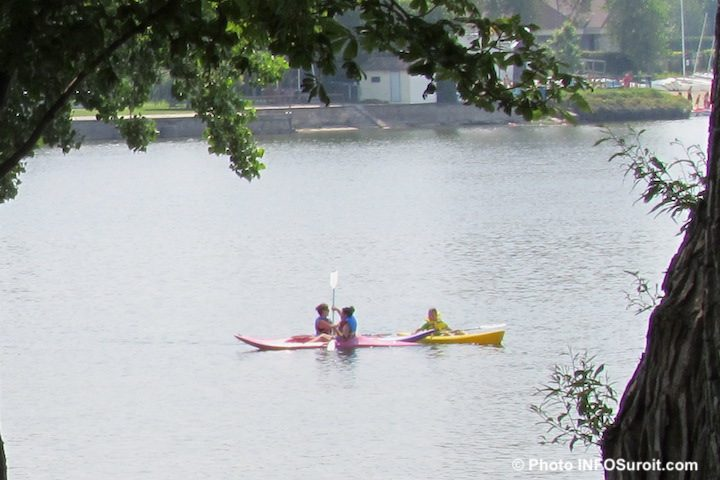 kayakistes centre nautique de Chateauguay lac Saint-Louis depuis ile St-Bernard photo INFOSuroit
