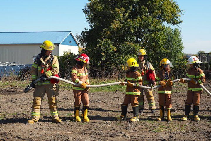 pompiers_d_un-jour-avec-pompiers-de-Valleyfield-a-la-Ferme-Monette-photo-courtoisie-SdV