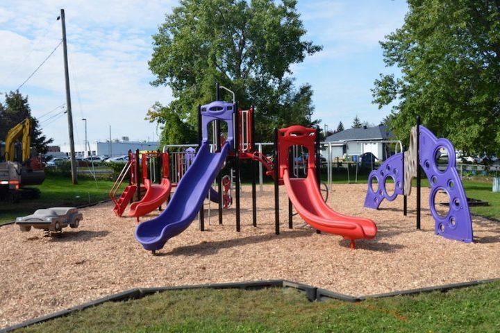 revitalisation des parcs de la Ville de Chateauguay nouveaux modules jeux parc Haendel photo Ville de Chateauguay