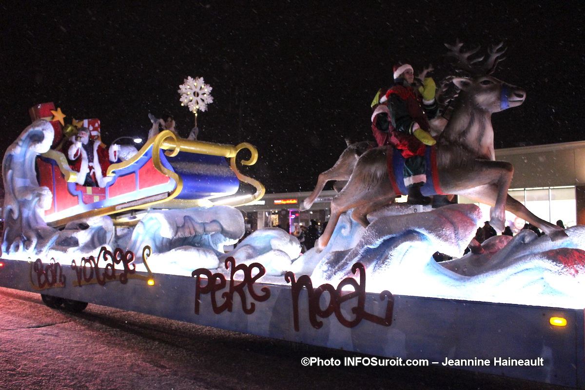 Chateauguay-defile-Noel-2018-Pere-Noel-et-rennes-photo-JH-INFOSuroit