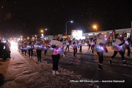Chateauguay-defile-Noel-2018-participants-sous-la-neige-photo-JH-INFOSuroit