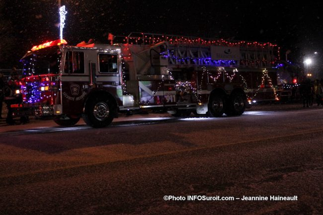 Chateauguay defile Noel 2018 camion pompiers Beauharnois photo JH INFOSuroit