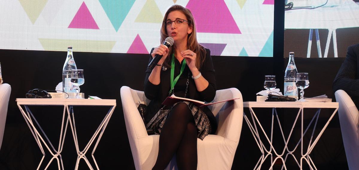 Maude Laberge presentation devant membres Federation Nationale des Villes Tunisiennes photo courtoisie