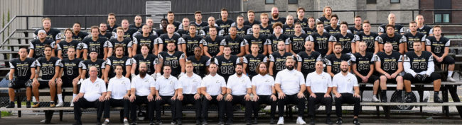 equipe-football-noir-or-2019-cegep-photo-via-college-valleyfield