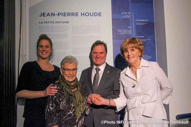 fille mere et epouse de Jean-Pierre Houde avec maire de Chateauguay PPRouthier photo JH INFOSuroit