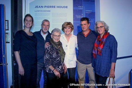 hommage au defunt Jean-Pierre_Houde a Chateauguay murale avec membres de la famille photo JH INFOSuroit