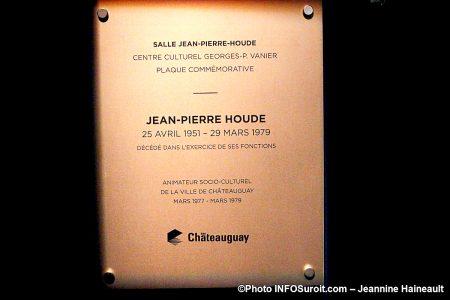 plaque commemorative Hommage Jean-Pierre_Houde nov2019 photo JH INFOSuroit