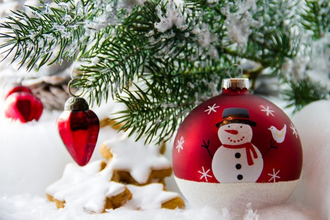 sapin Noel bonhomme de neige decorations fetes photo 5598375 via Pixabay et INFOSuroit