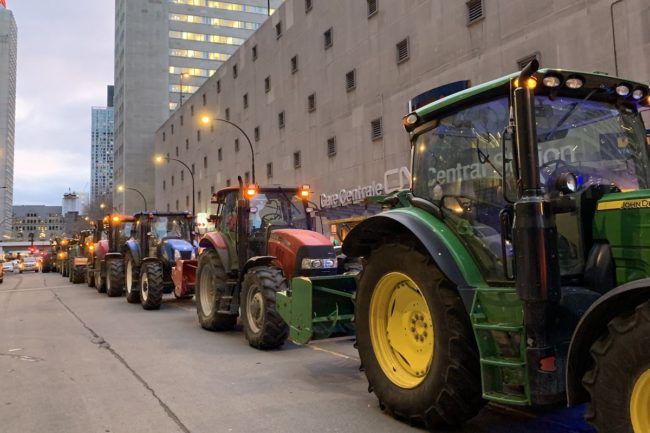 tracteurs manifestation UPA devant gare CN Montreal 22nov2019 photo via UPA