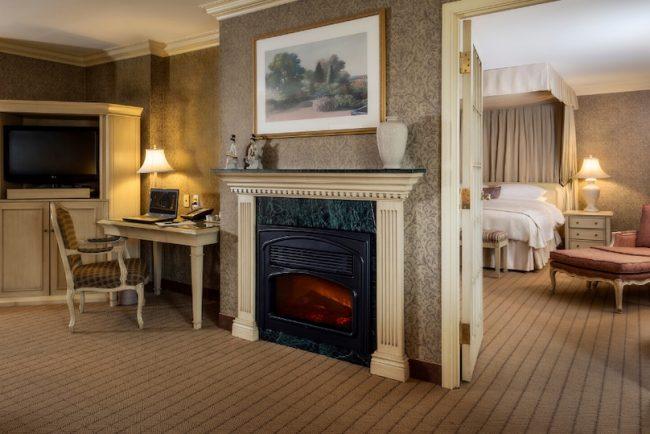 une des chambres du Chateau Vaudreuil photo via ExploreVS et DEV Vaudreuil-Soulanges