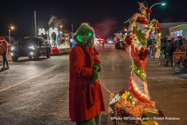 defile-de-Noel-2019-Chateauguay-Grincheux-photo-Robert_Robidoux-INFOSuroit