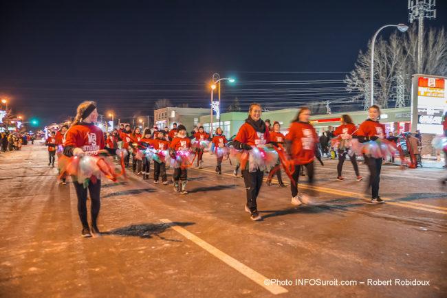 defile-de-Noel-2019-a-Chateauguay-participants-danseurs-photo-Robert_Robidoux-INFOSuroit