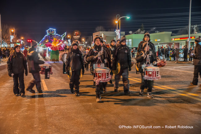 grand-defile-Noel-2019-Chateauguay-musiciens-fanfare-photo-Robert_Robidoux-INFOSuroit