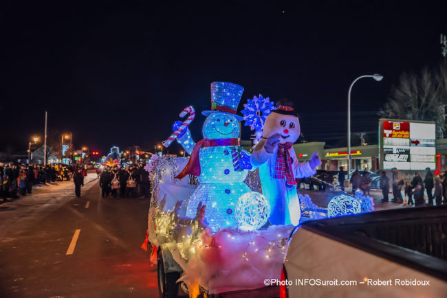 grand-defile-noel-2019-Chateauguay-bonhomme-de-neige-lumiere-photo-Robert_Robidoux-INFOSuroit