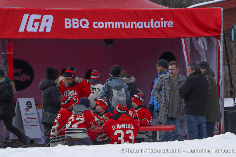 BBQ communautaire Tournee Hockey_d_ici de Rogers a Chateauguay photo JH INFOSuroit