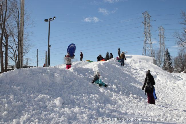 hiver La_Grosse_Bordee 2020 Chateauguay butte a glisser glissade enfants photo JH INFOSuroit