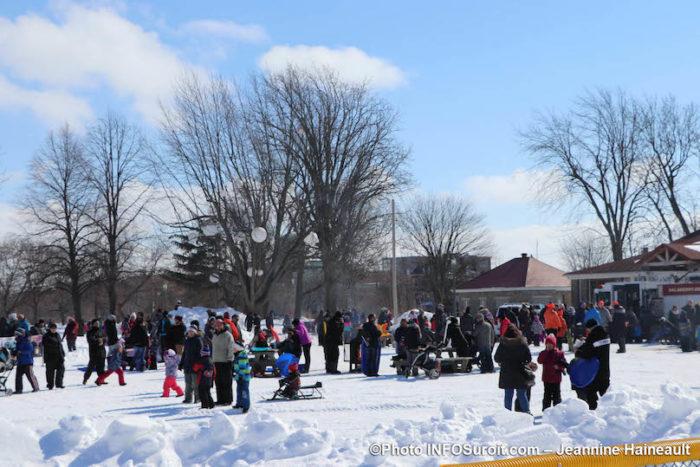 hiver-Mega-Fete-Valleyfield-2019-familles-visiteurs-photo-JH-INFOSuroit