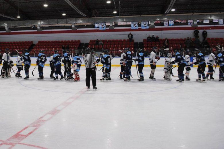 match amical hockey policiers Mercier et Eleves ecole Bonnier felicitations photo courtoisie