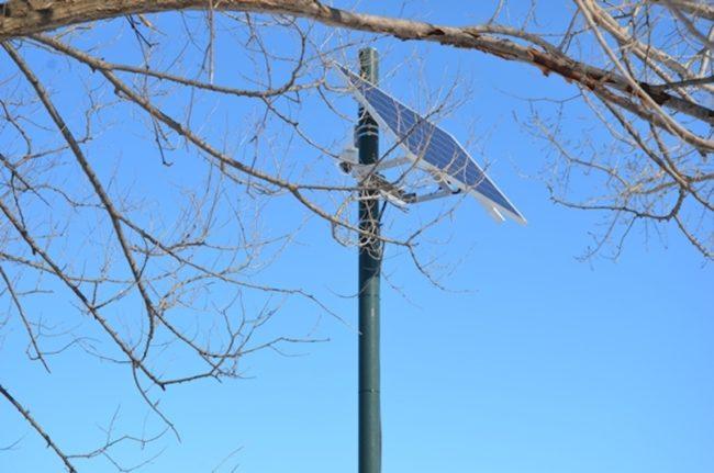 panneau solaire station hydrometrique pour niveau riviere Chateauguay photo via VC