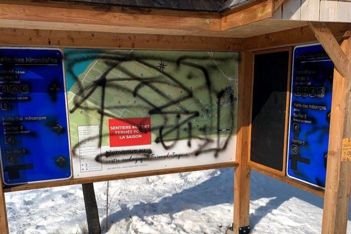 panneau vandalisme centre ecologique Fernand-Seguin a Chateauguay fev20 photo courtoisie VC