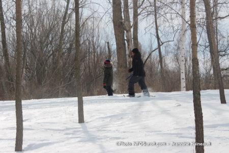 raquette dans les bois carnaval hiver St-Stanislas-de-Kostka photo JHaineault INFOSuroit