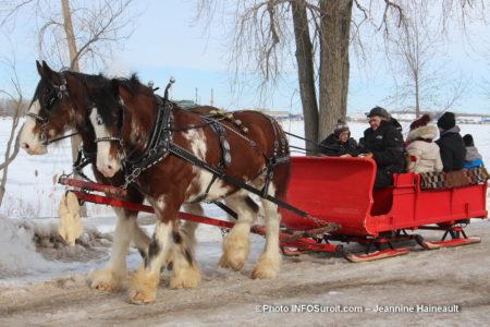 tours de caleche chevaux carnaval hiver St-Stanislas-de-Kostka photo JH INFOSuroit