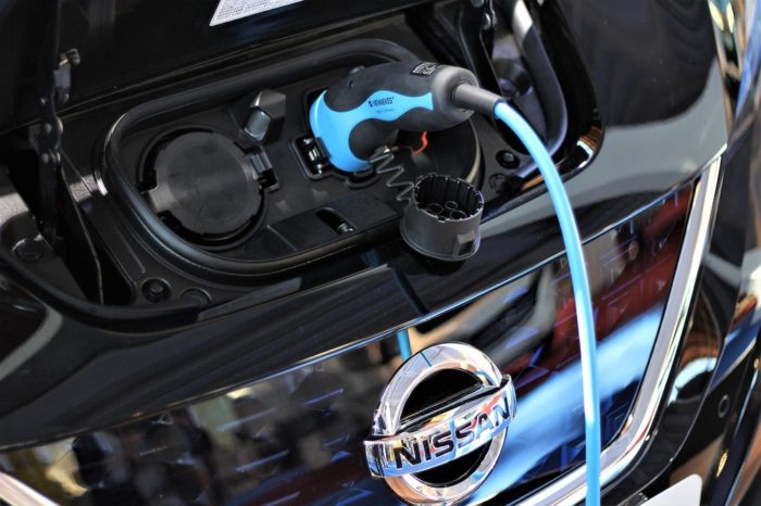 auto electrique VE Nissan Leaf photo GoranH via Pixabay et INFOSuroit